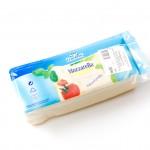 Goldsteig Mozzarella Schnittfest 45% Fett    Artikelnummer2825795026749 Verpackungseinheit2,6 kg